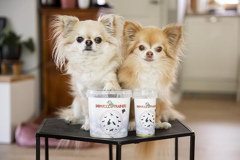 farm food trainers snack snoepjes trainer gedroogd vlees hond hondjes chihuahua grote hond saluki klein puppy runderhart rund farmfood lekkere voergericht grote emmer klein busje
