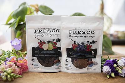 fresco superfood dogs honden hond snack kauwsnack paard konijn cranberry's gedroogd snack het wolfje shop